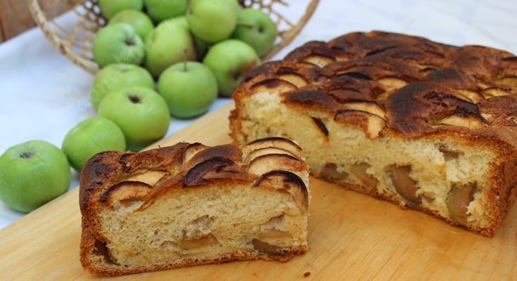 Шарлотка из садовых яблок